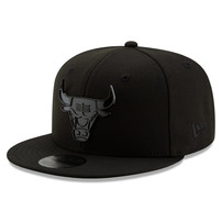 Chicago Bulls New Era Blackout Slick Logo 59FIFTY Fitted Hat – Black